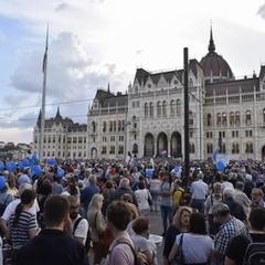 В Будапешті відновилися протести проти Віктора Орбана