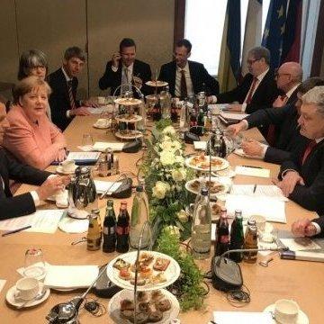 В Німеччині відбулась зустріч Порошенка, Макрона та Меркель