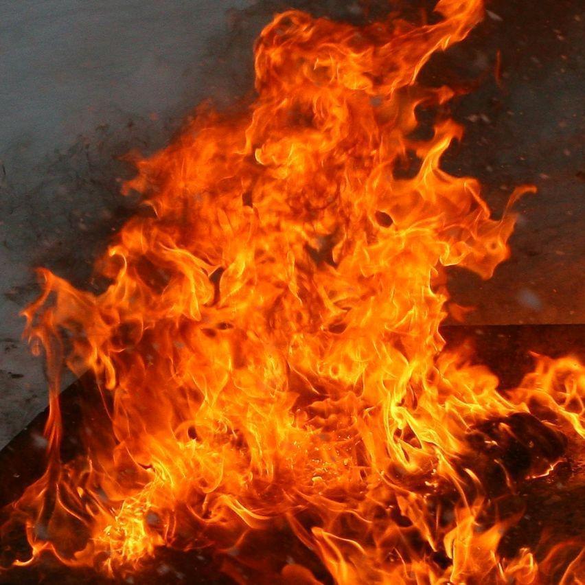Біля станції метро «Гідропарк» сталася пожежа