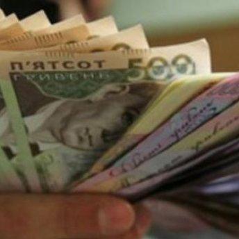 В Україні підвищили зарплати чиновникам