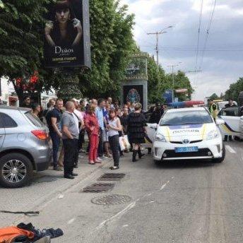У Запоріжжі трапилася масштабна ДТП за участю десятка авто (фото)
