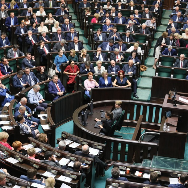 Сейм Польщі проголосував за зниження зарплат депутатів