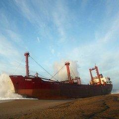 На судні біля берегів Африки померло двоє українських моряків