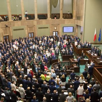 Польські депутати вкоротили собі зарплату