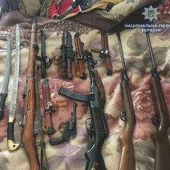 У жителя Рівного поліція виявила зброю і боєприпаси