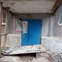 Померла 8-річна дитина, на яку впала стіна на Донеччині