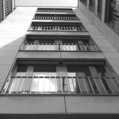 У РФ неповнолітні дівчина і хлопець прив'язали себе один до одного і вистрибнули з 14 поверху