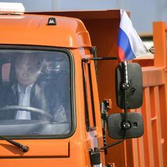 На відкритті Кримського мосту Путін порушив ПДР