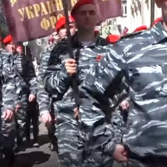 Три підозрюваних у вбивствах на Майдані екс-беркутівця були помічені на ході «Безсмертного полку» у Москві (відео)