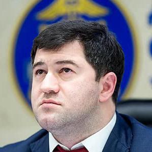 Суд знову наказав повернути Насірову паспорт та продовжив його обов'язки
