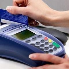 Українці переходять з готівки на картки, — НБУ