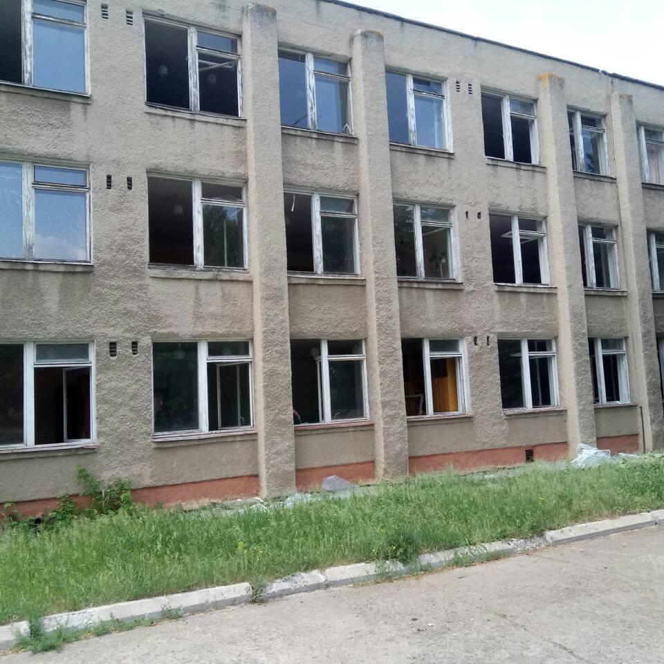 Снаряд прилетів на ту сторону, де вчилися молодші класи, - Жебрівський (фото)