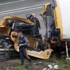 У США самоскид врізався у шкільний автобус, є потерпілі