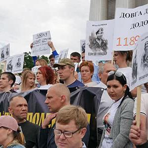 У Києві проходить марш за звільнення політв'язнів і полонених (фото)