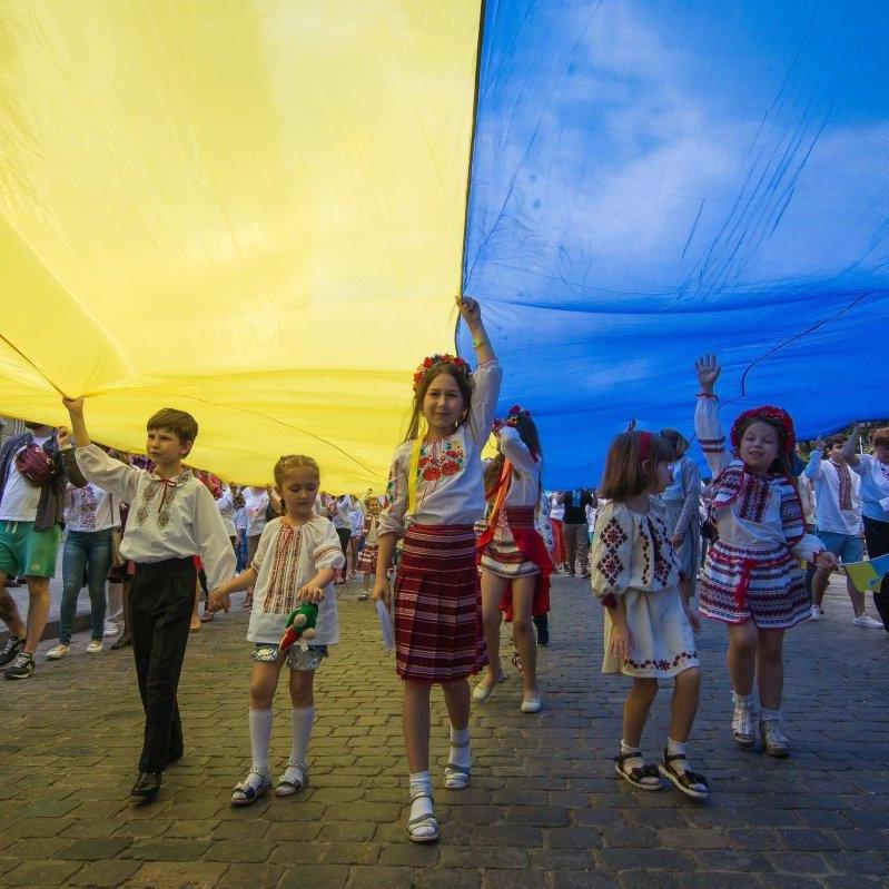 В Одесі сотні людей взяли участь в мегамарші у вишиванках (фоторепортаж)
