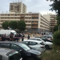 У Марселі група невідомих в масках відкрила вогонь з автоматів