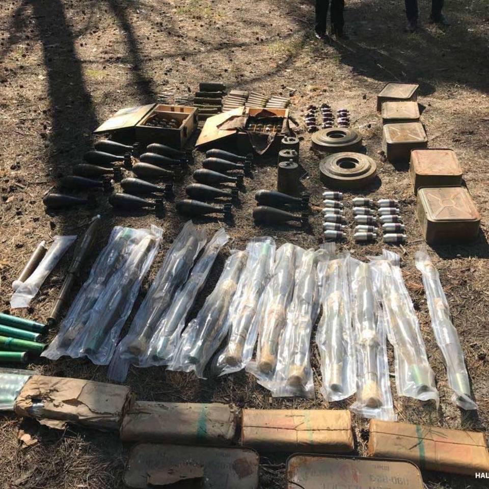 У Дніпрі виявили великий схрон боєприпасів: понад 280 гранат та 37 мін з Донбасу
