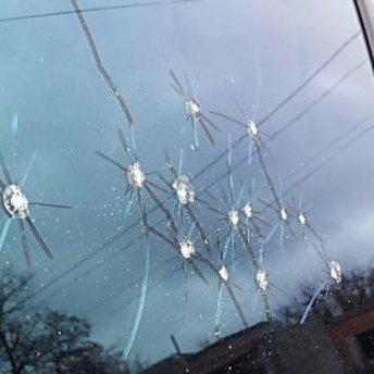 У Запоріжжі невідомі обстріляли автівку: є постраждалі