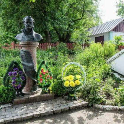 Погруддя Чорновола вкрали із садиби-музею на Черкащині