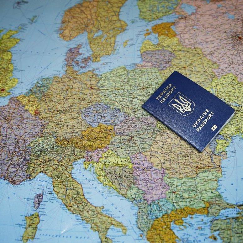 Єврокомісар заявив про відсутність ризиків для призупинення безвізу з Україною
