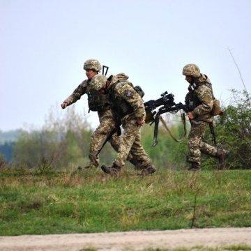 ЗСУ на Донбасі 13 разів обстріляли із важкого озброєння, двоє бійців поранені
