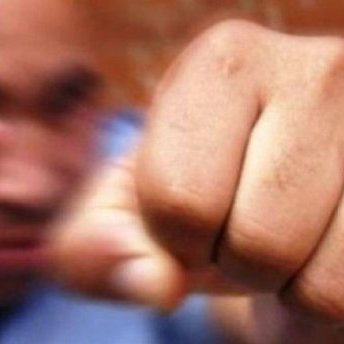 У Києві іноземні торговці побили пенсіонера: у мережі здійнявся скандал