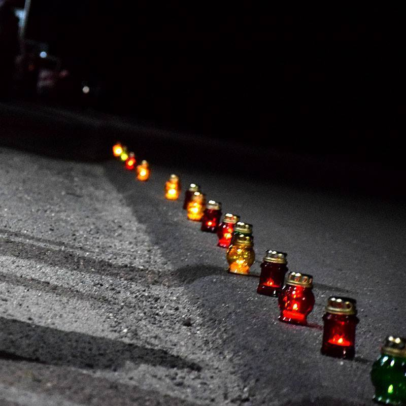 Вночі тернополяни на колінах зустріли тіло трагічно загиблого на Донбасі підполковника СБУ (фото)