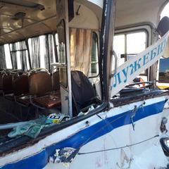 Автобус із шахтарями врізався у вантажівку, є травмовані (фото)
