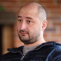 Поліція опитує всіх мешканців будинку, де вбили Бабченка