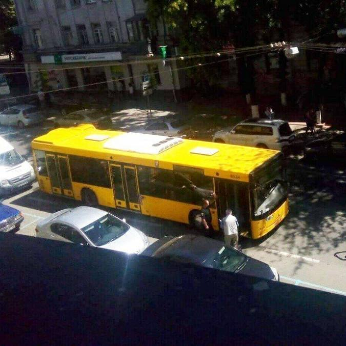 У Києві за кермом автобуса помер водій
