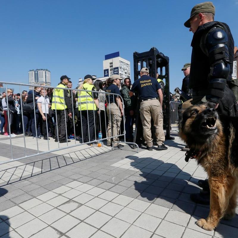 Бійка з фанатами «Ліверпуля» перед фіналом ЛЧ у Києві: поліція оголосила двох осіб у розшук