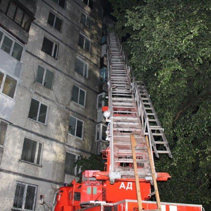Люди ховалися від вогню на балконі: У Києві горіла багатоповерхівка, є потерпіла