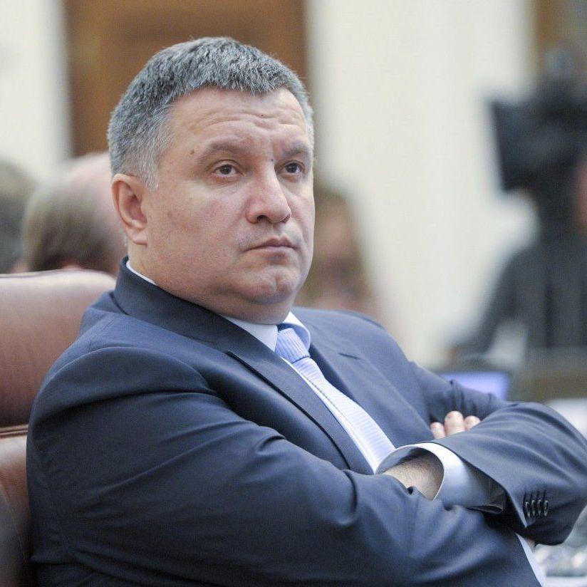Аваков назвав провокацією питання про те, коли він заговорить українською