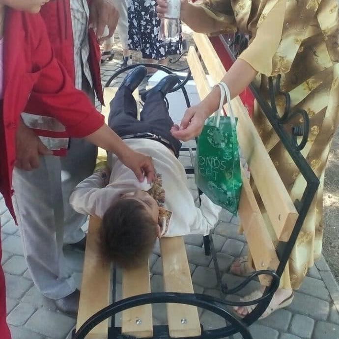 На останньому дзвонику з Порошенком зомлів школяр (фото)