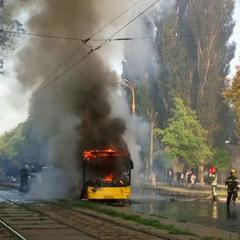 У Києві біля «Лук'янівської» згорів автобус (фото)