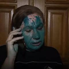 Мати екс-регіоналки Бережної облили зеленкою (відео)