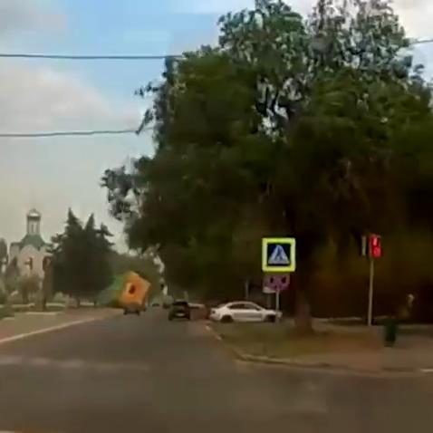 У Росії вітер зніс надувний батут: двоє дітей отримали серйозні травми