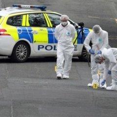 У Шотландії чоловік із ножем напав на поліцейських: фото з місця подій