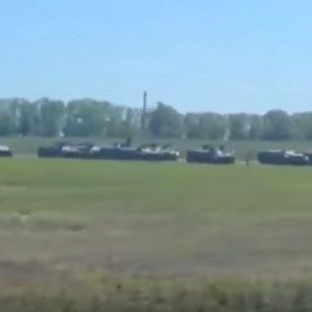 На кордоні Росії та України засікли колону військової техніки: промовисте відео