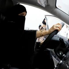 У Саудівській Аравії жінкам почали видавати водійські посвідчення