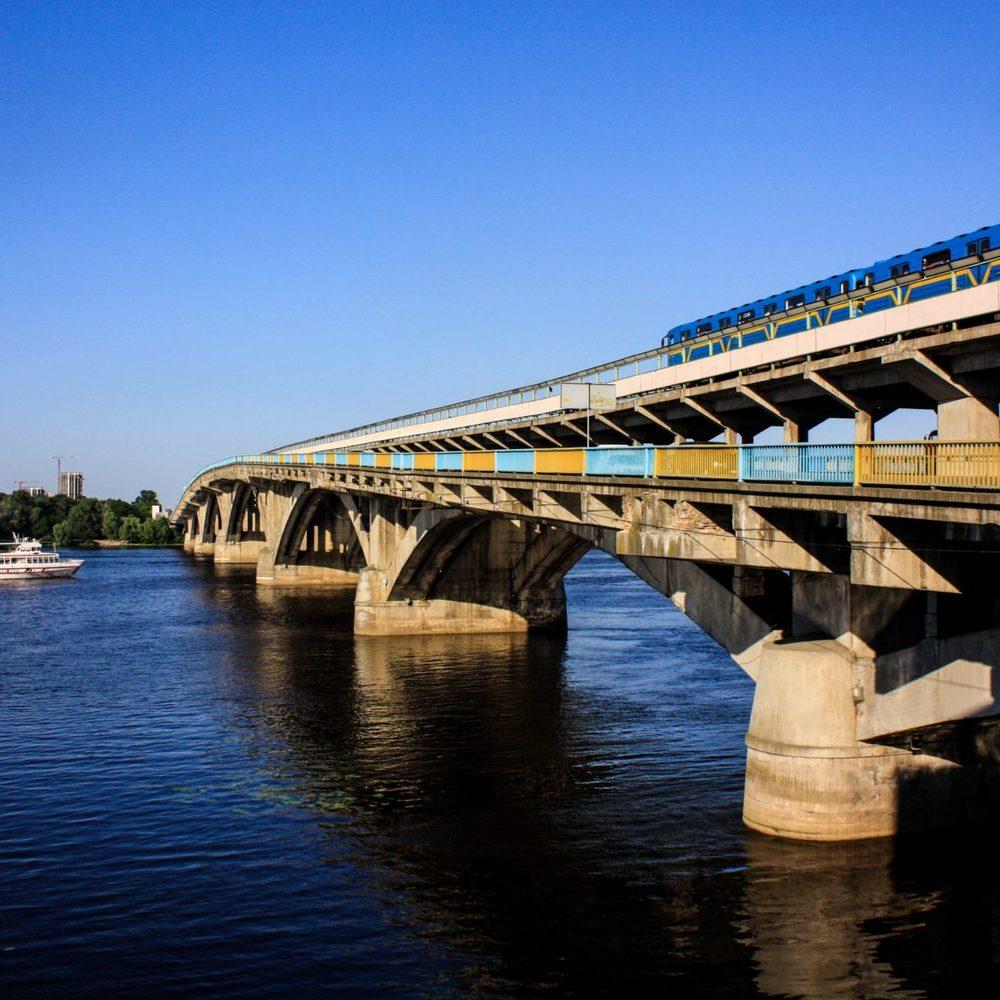 У КМДА запевнили, що панікувати стосовно руйнування мосту Метро не варто