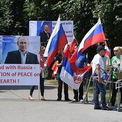 «Дякуємо за Крим»: прихильники зустрічали Путіна у Відні під звуки гімну РФ