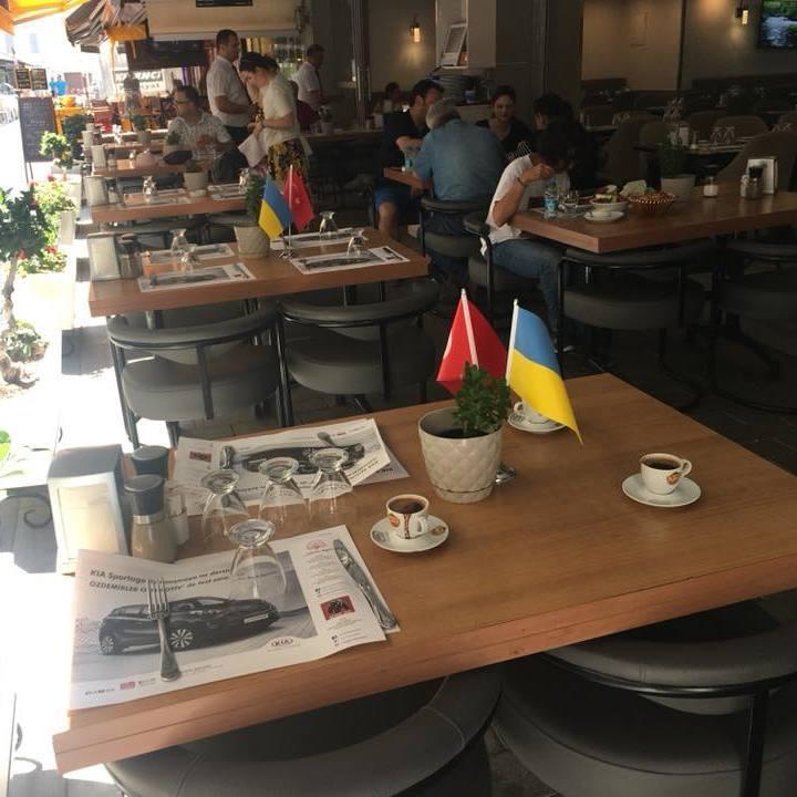 В Ізмірі українців безоплатно пригощають кавою