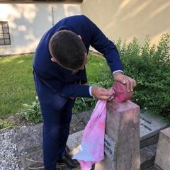 Речник Земана особисто почистив спаплюжений радянський пам'ятник