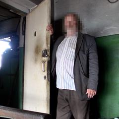 67-річний збоченець кілька днів тримав малолітню дівчинку в зачиненому приміщенні (відео)
