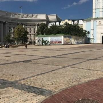 Михайлівську площу та сусідні вулиці закрили для транспорту