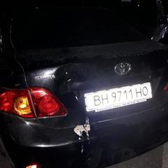 В Одесі ніким не кероване авто скотилося зі схилу і збило трьох жінок