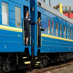 «Укрзалізниця» призначила на літній період 23 додаткових потяги (список)