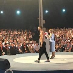 Перед Юлією Тимошенко оголився чоловік (відео)