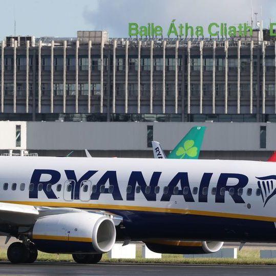 Літак Ryanair здійснив екстрену посадку через масову бійку на борту